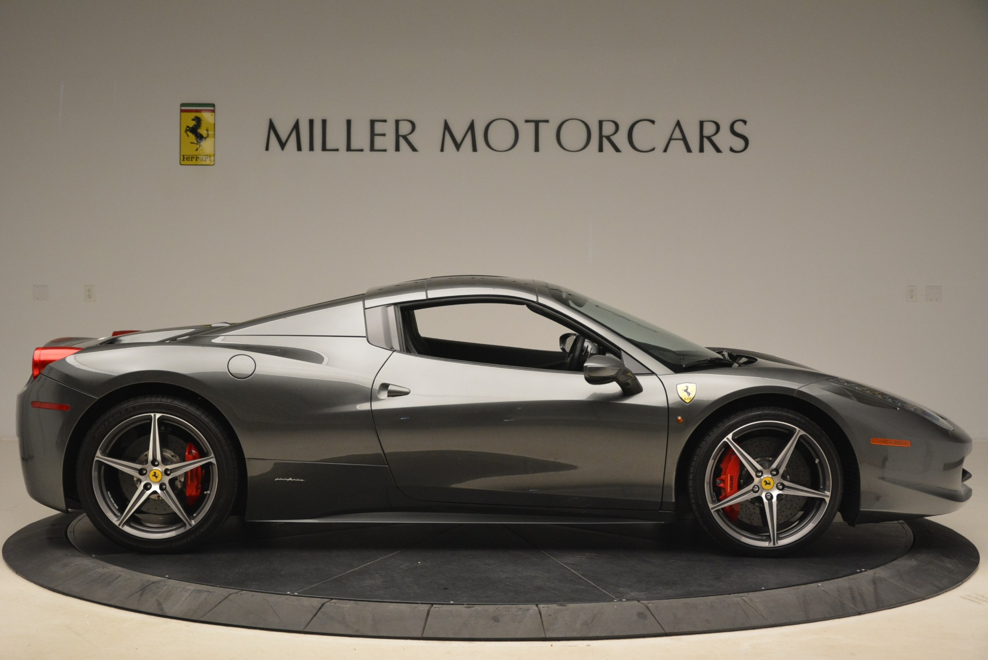 Used 2013 Ferrari 458 Spider  For Sale In Greenwich, CT 2202_p21
