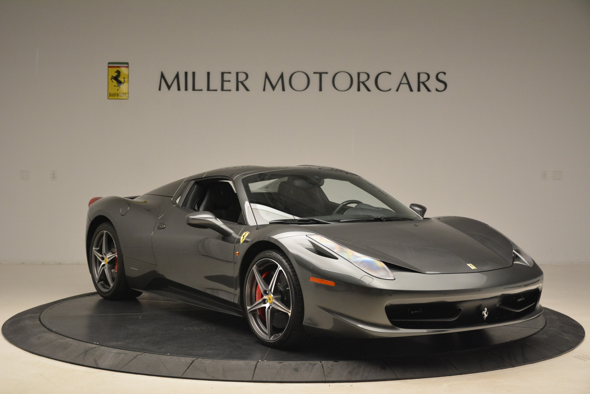Used 2013 Ferrari 458 Spider  For Sale In Greenwich, CT 2202_p23