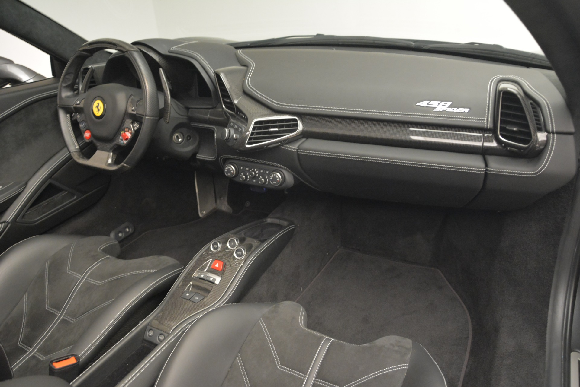 Used 2013 Ferrari 458 Spider  For Sale In Greenwich, CT 2202_p29