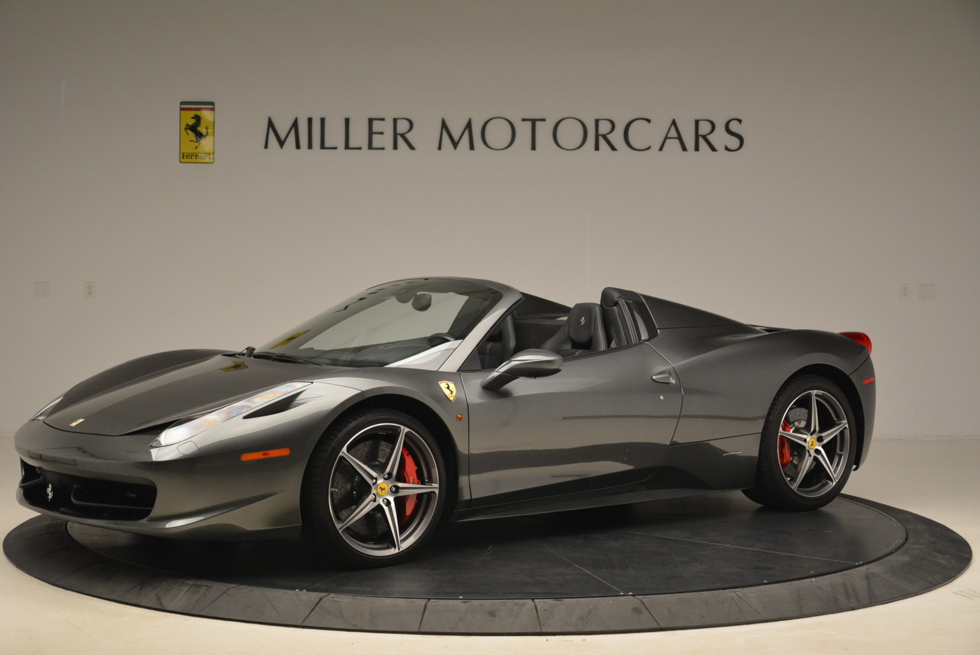 Used 2013 Ferrari 458 Spider  For Sale In Greenwich, CT 2202_p2