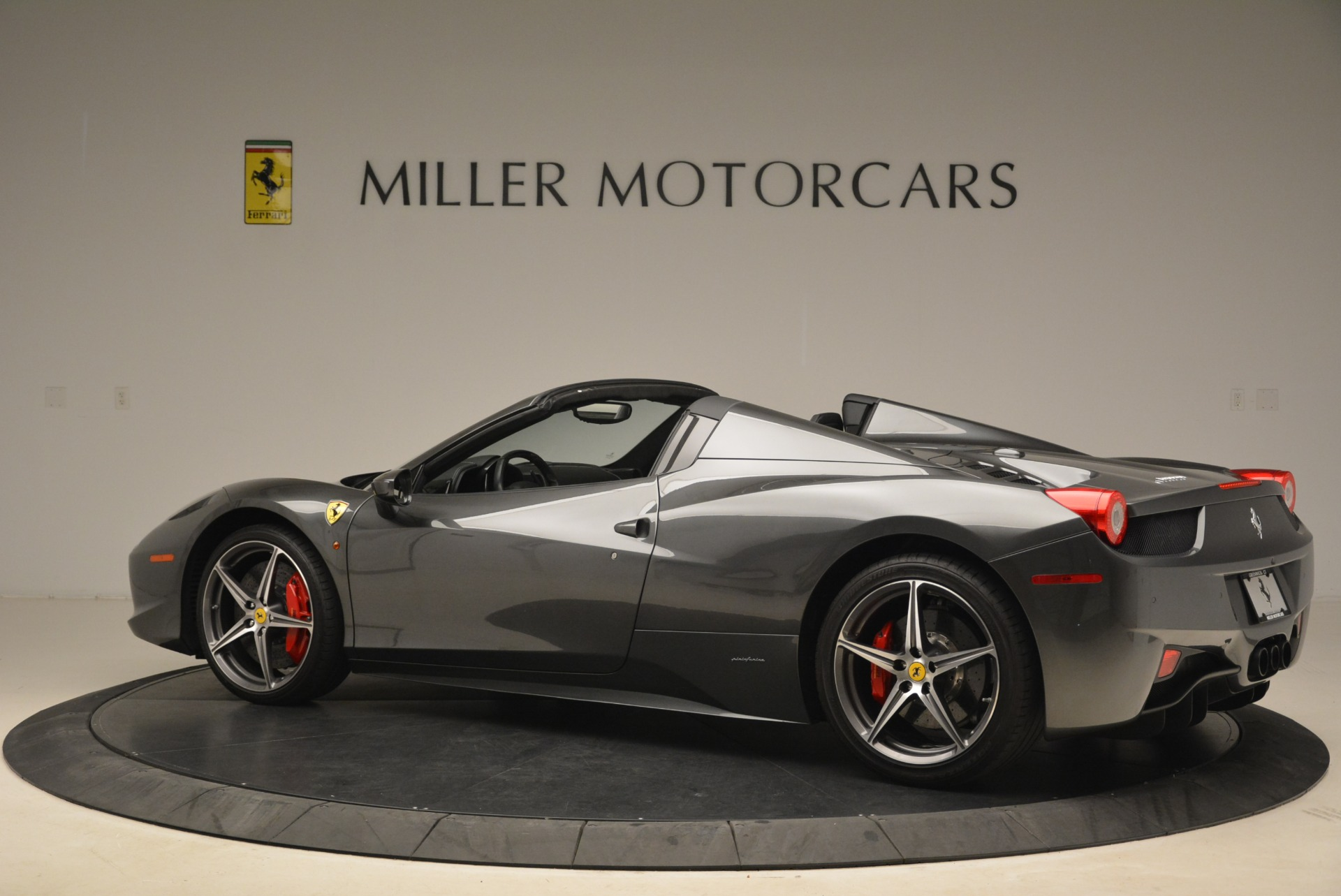 Used 2013 Ferrari 458 Spider  For Sale In Greenwich, CT 2202_p4