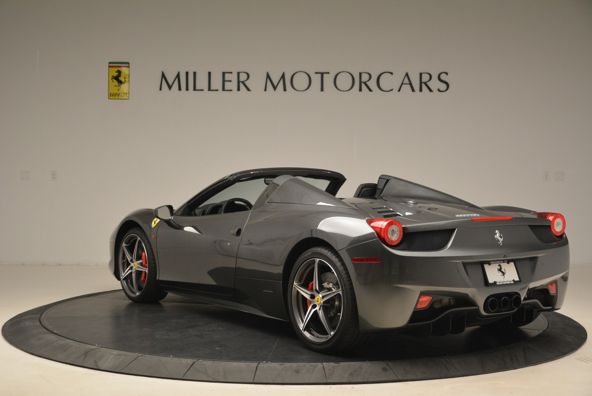 Used 2013 Ferrari 458 Spider  For Sale In Greenwich, CT 2202_p5