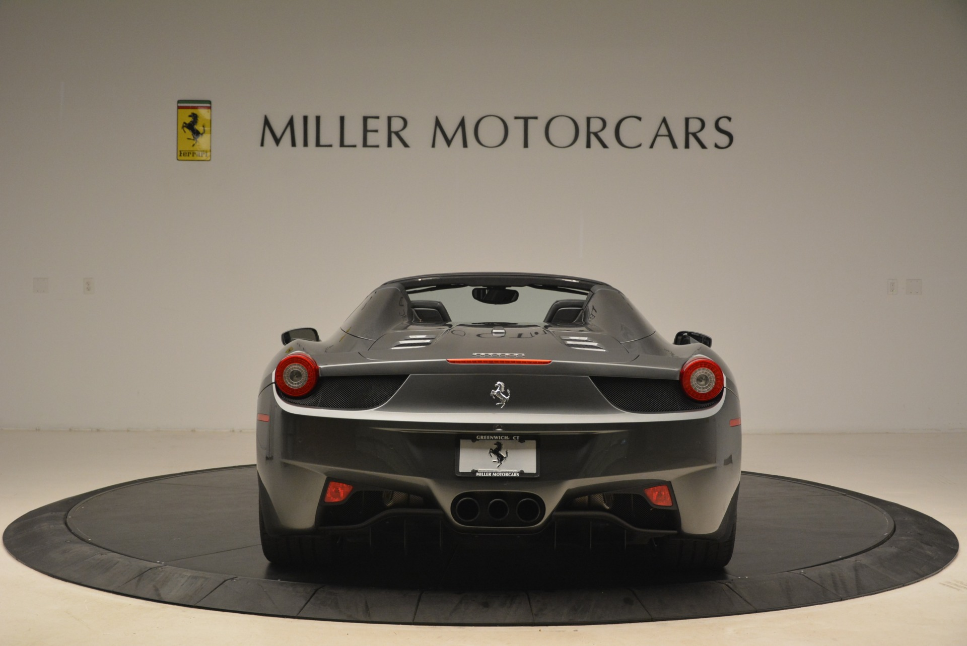 Used 2013 Ferrari 458 Spider  For Sale In Greenwich, CT 2202_p6