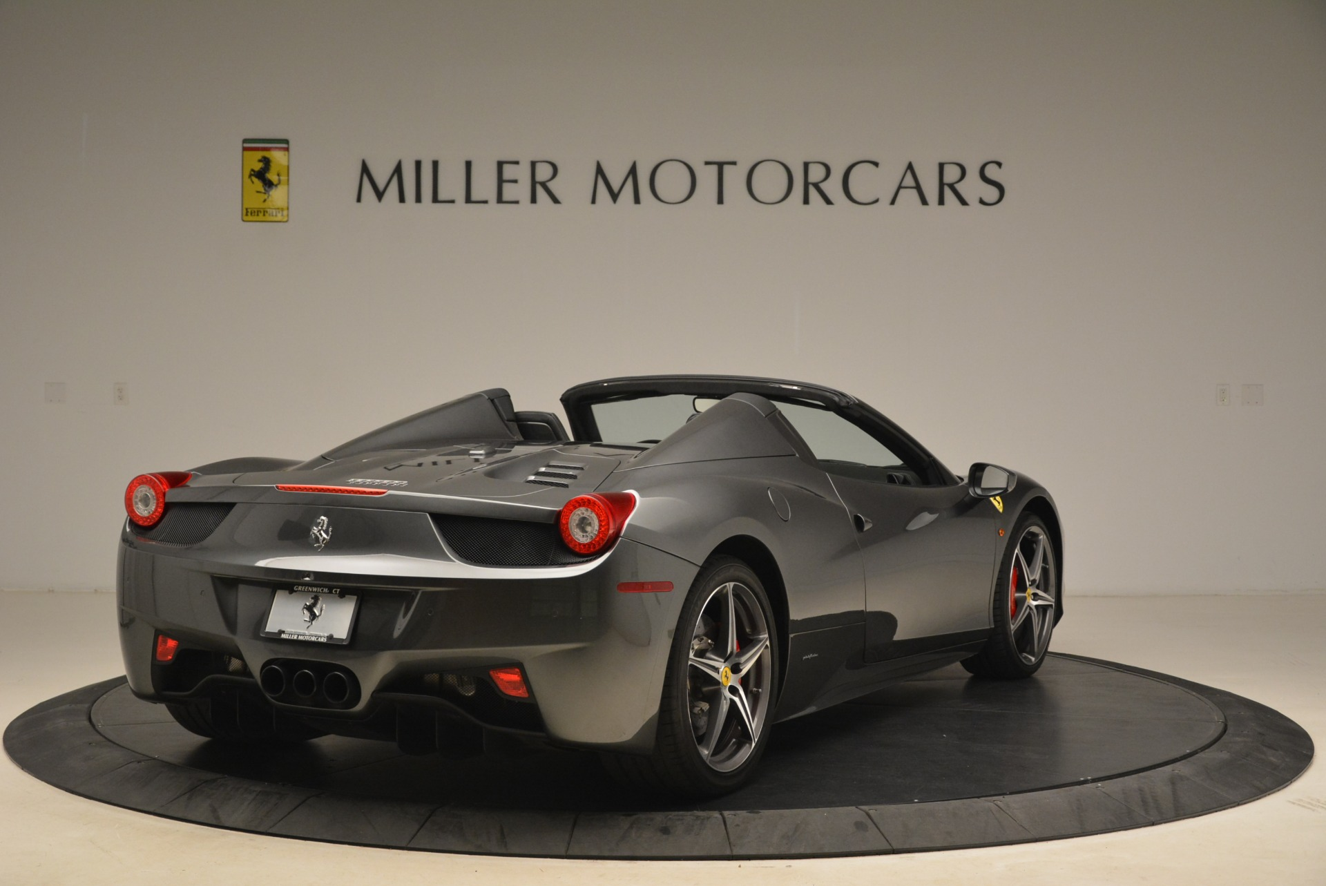 Used 2013 Ferrari 458 Spider  For Sale In Greenwich, CT 2202_p7