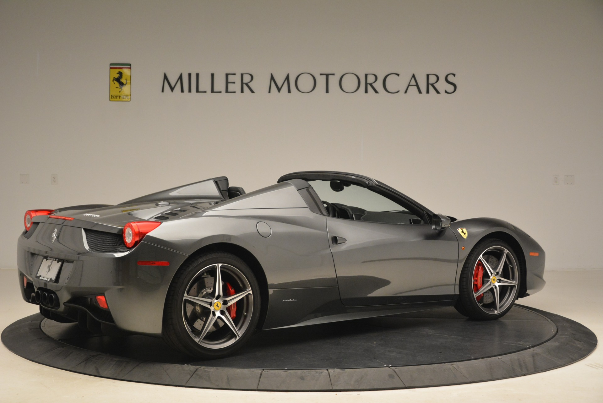 Used 2013 Ferrari 458 Spider  For Sale In Greenwich, CT 2202_p8