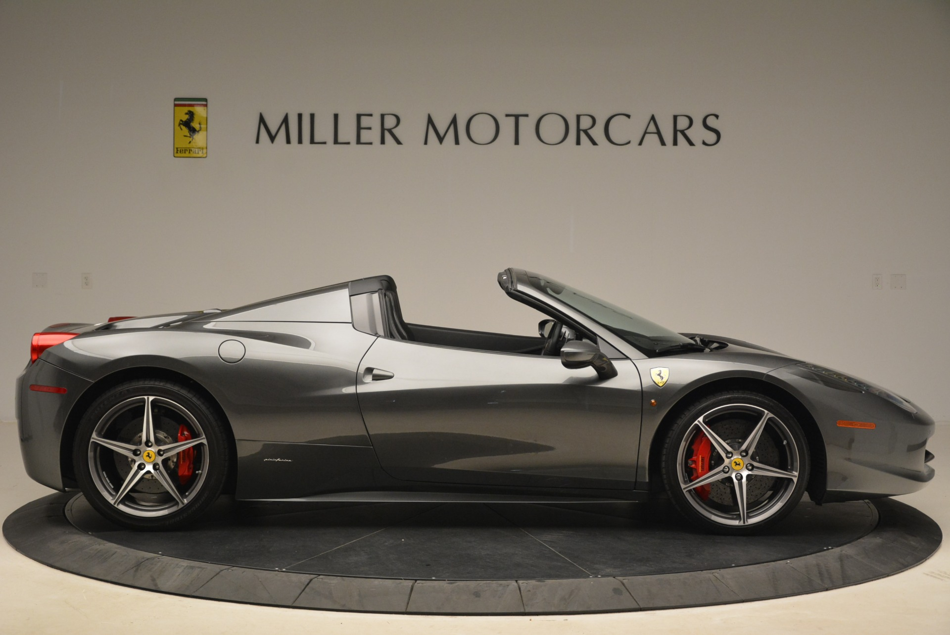 Used 2013 Ferrari 458 Spider  For Sale In Greenwich, CT 2202_p9