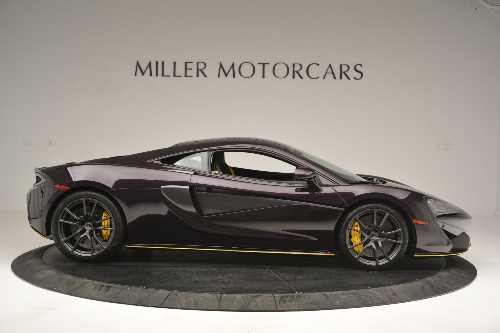 Used 2018 McLaren 570S  For Sale In Greenwich, CT 2204_p9