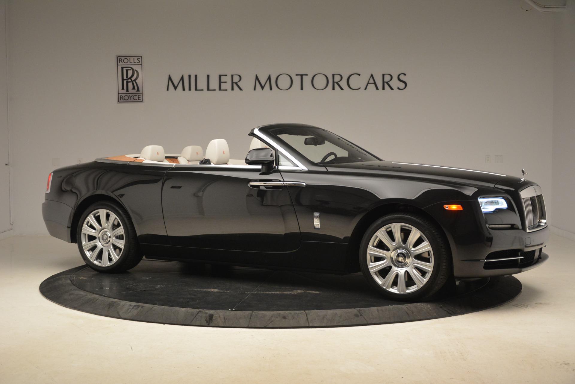 Used 2016 Rolls-Royce Dawn  For Sale In Greenwich, CT 2220_p10