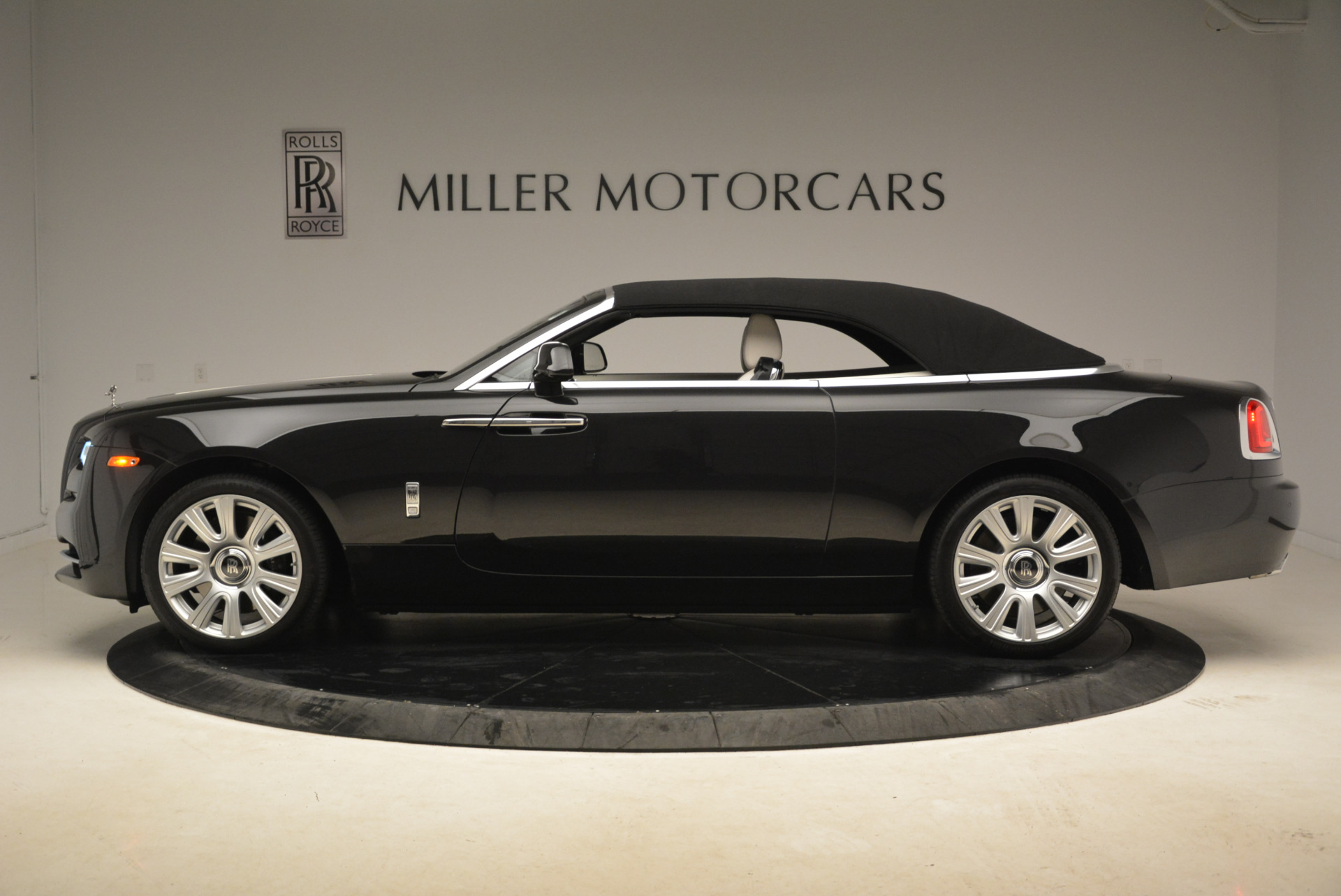 Used 2016 Rolls-Royce Dawn  For Sale In Greenwich, CT 2220_p15
