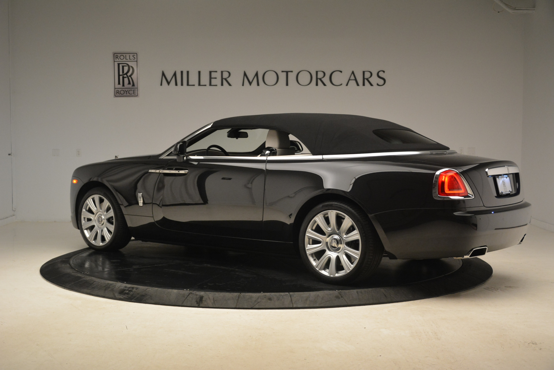 Used 2016 Rolls-Royce Dawn  For Sale In Greenwich, CT 2220_p16
