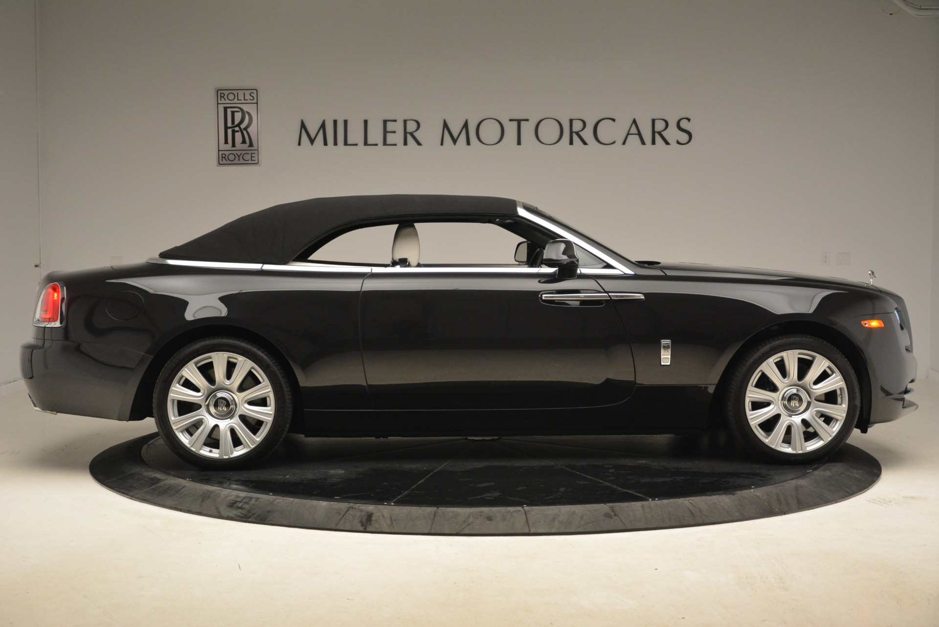 Used 2016 Rolls-Royce Dawn  For Sale In Greenwich, CT 2220_p21