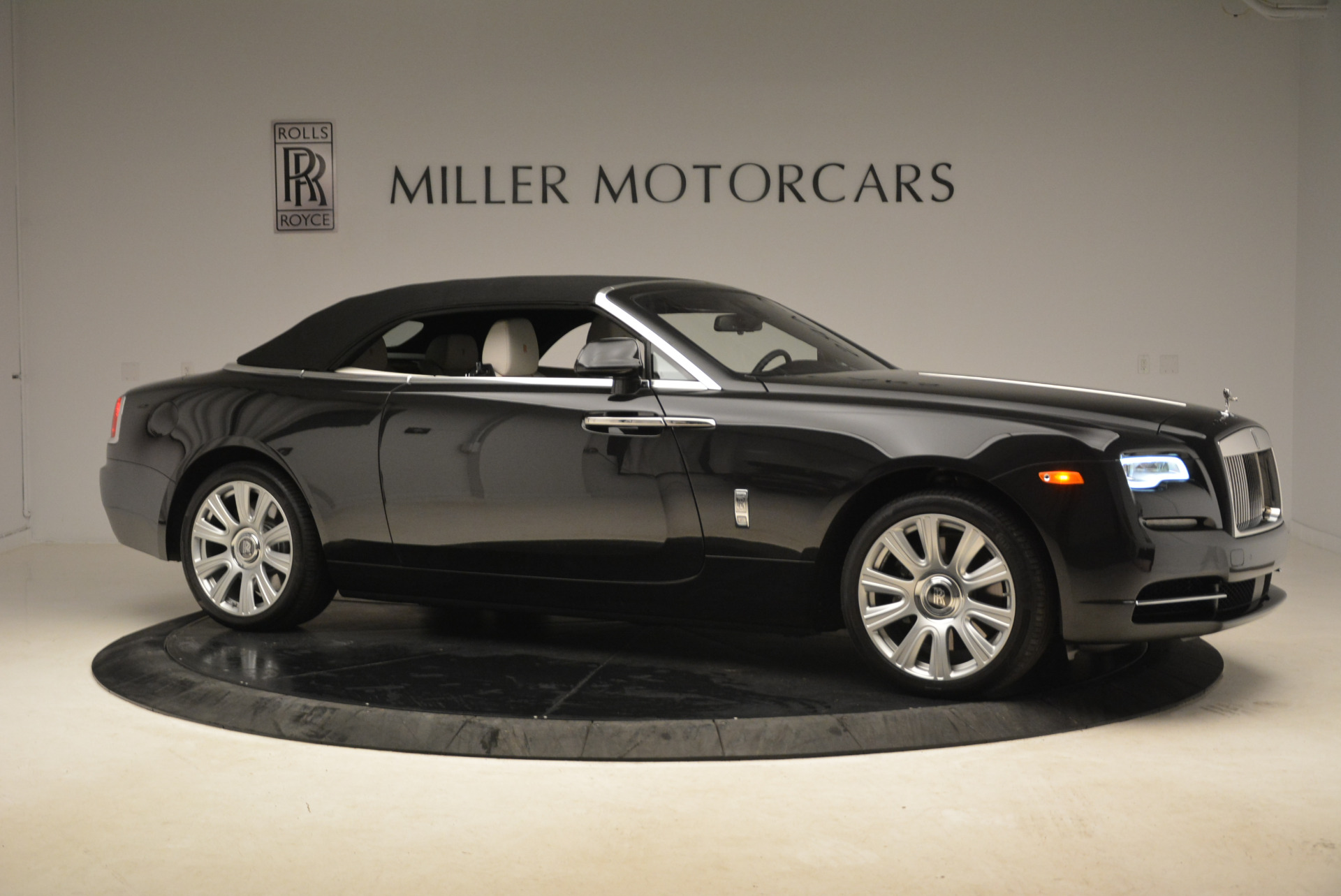 Used 2016 Rolls-Royce Dawn  For Sale In Greenwich, CT 2220_p22