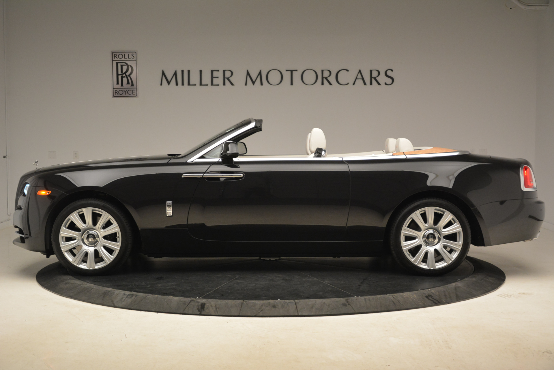 Used 2016 Rolls-Royce Dawn  For Sale In Greenwich, CT 2220_p3