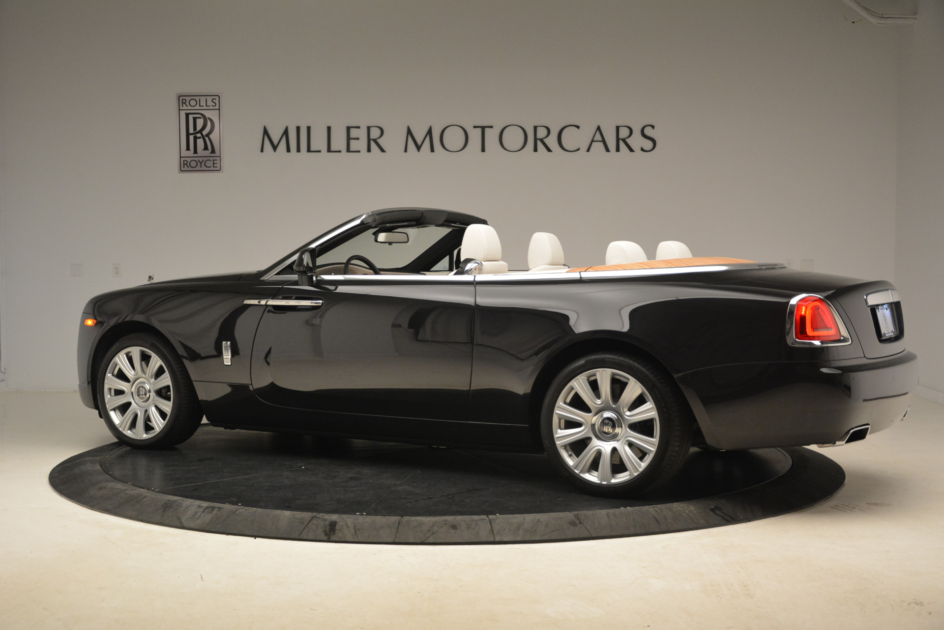 Used 2016 Rolls-Royce Dawn  For Sale In Greenwich, CT 2220_p4