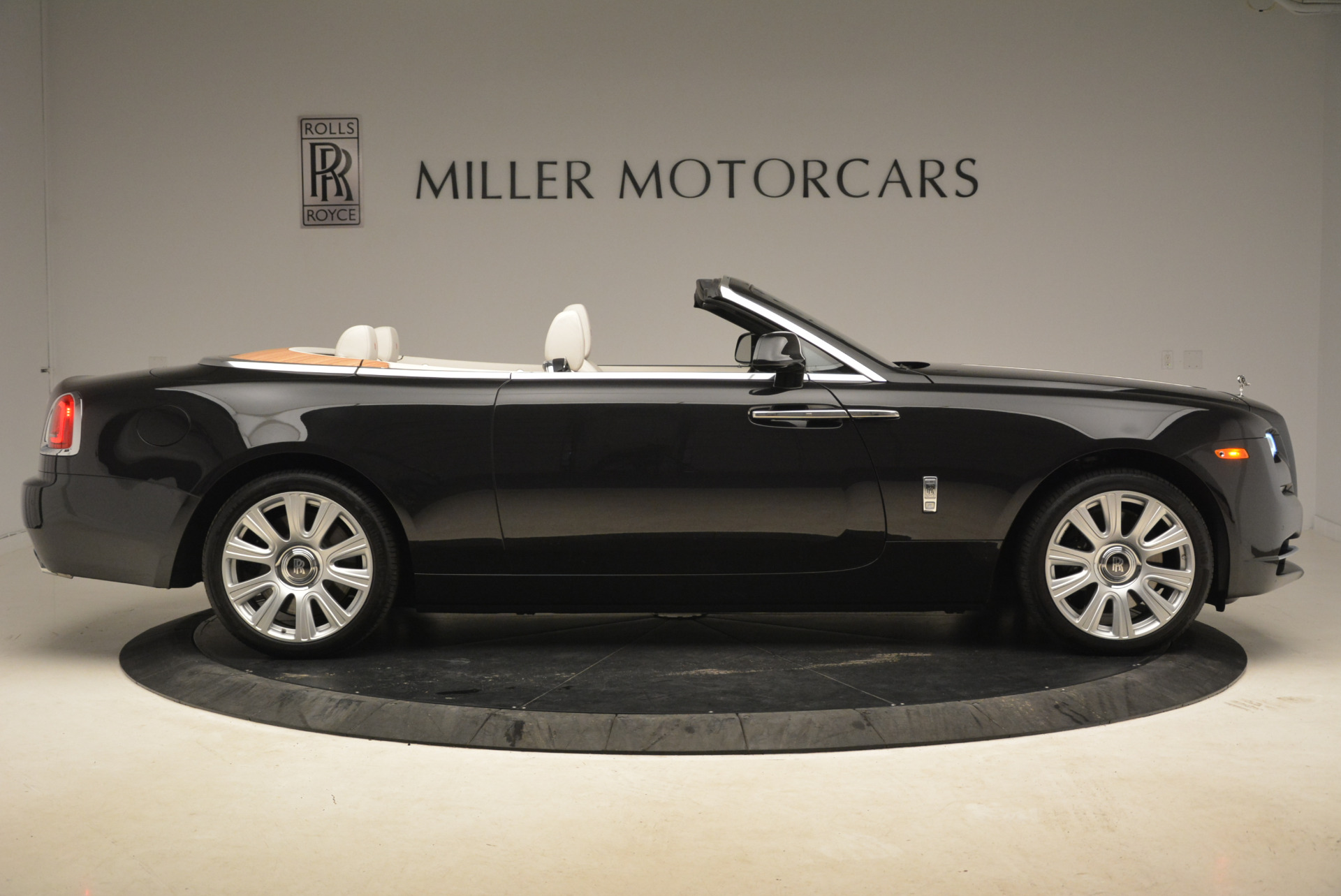 Used 2016 Rolls-Royce Dawn  For Sale In Greenwich, CT 2220_p9