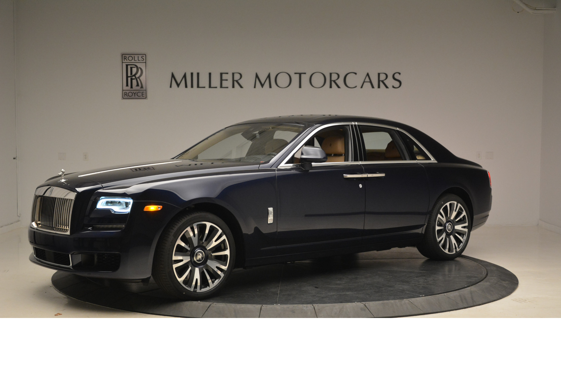 Used 2018 Rolls-Royce Ghost  For Sale In Greenwich, CT 2231_p2