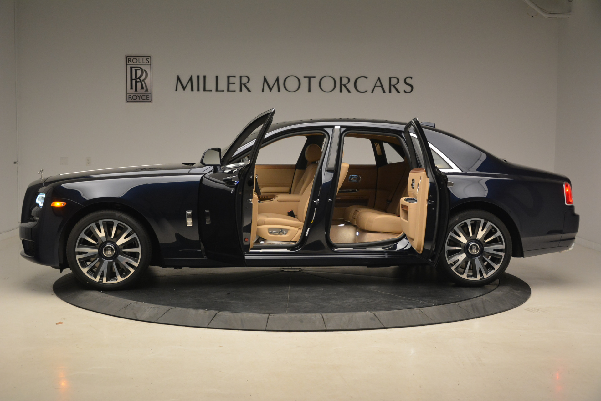 Used 2018 Rolls-Royce Ghost  For Sale In Greenwich, CT 2231_p4