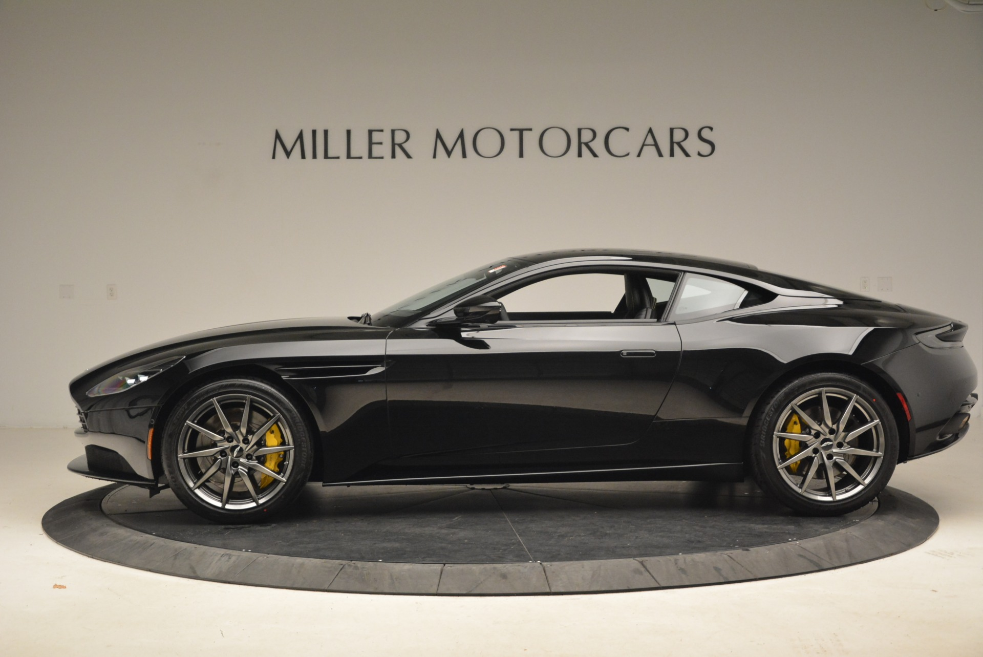 Used 2018 Aston Martin DB11 V8 Coupe For Sale In Greenwich, CT 2237_p3