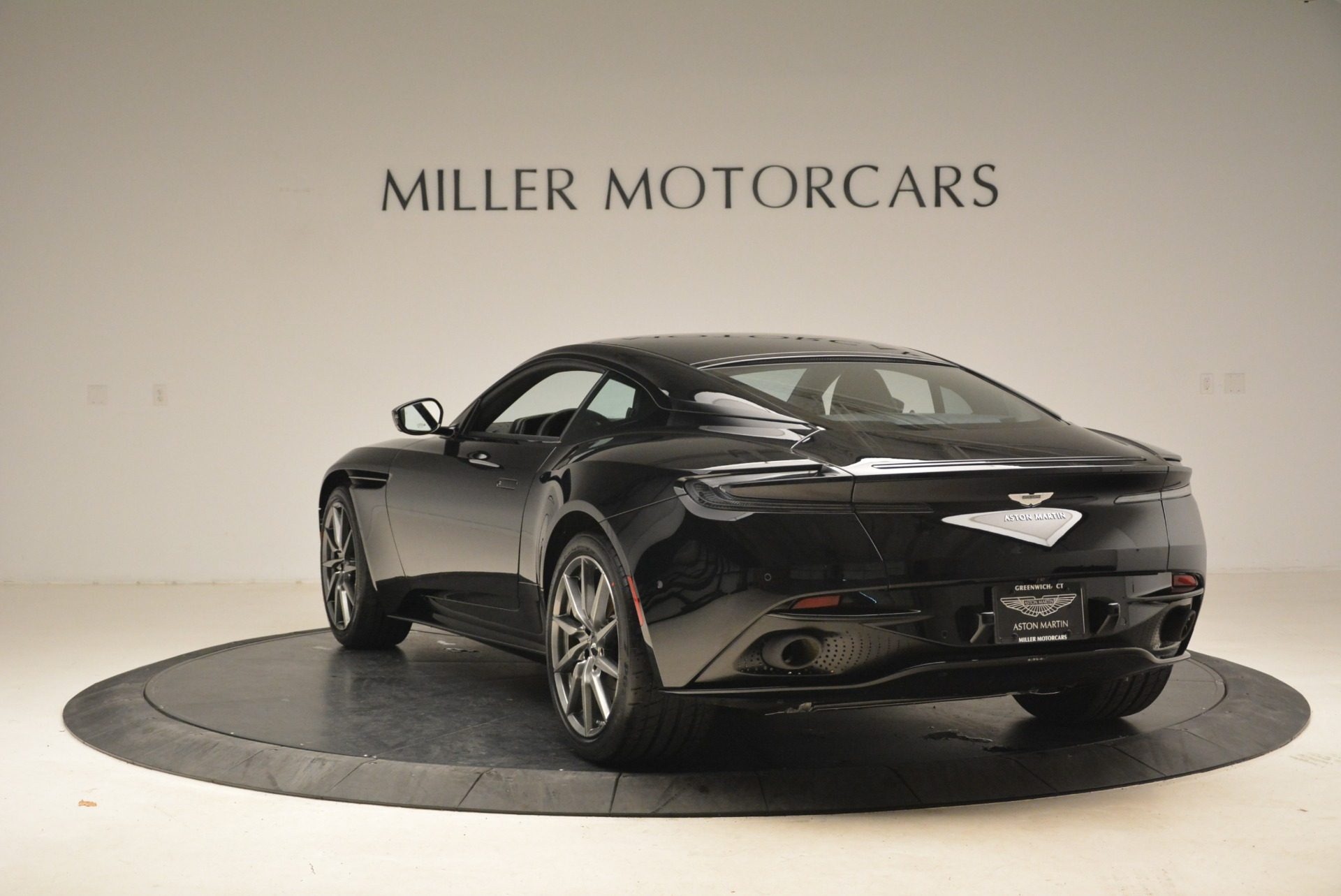 Used 2018 Aston Martin DB11 V8 Coupe For Sale In Greenwich, CT 2237_p5