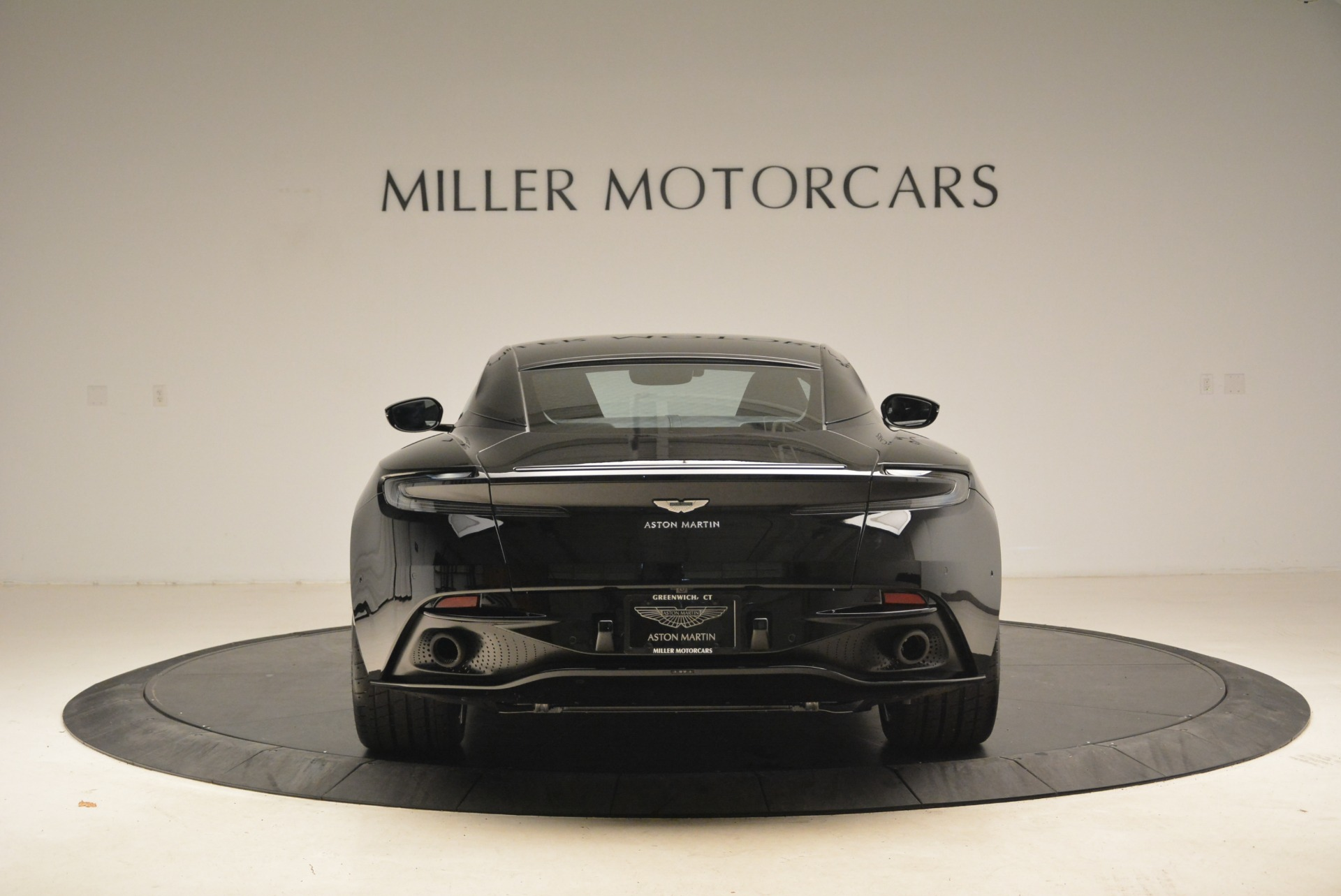 Used 2018 Aston Martin DB11 V8 Coupe For Sale In Greenwich, CT 2237_p6