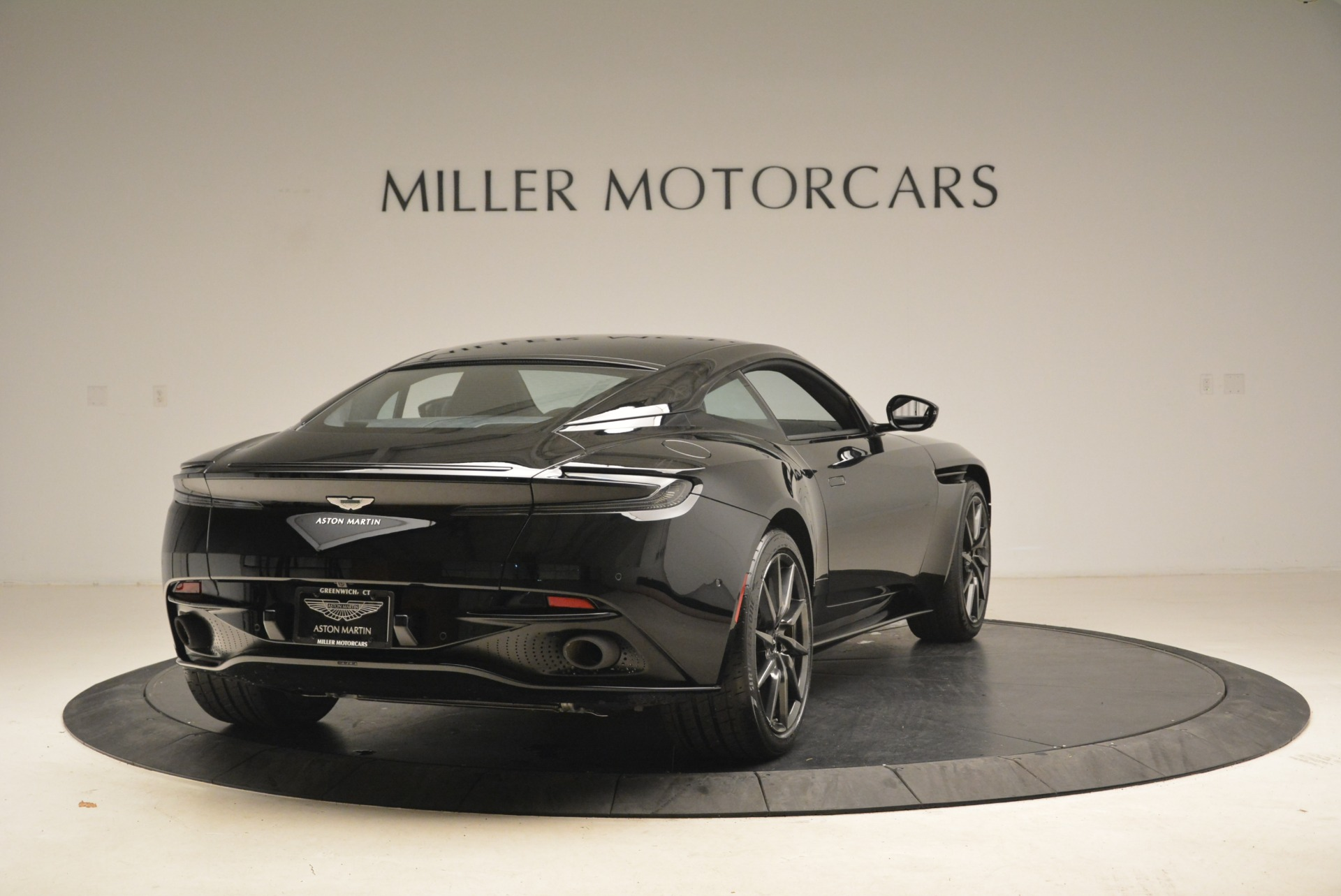 Used 2018 Aston Martin DB11 V8 Coupe For Sale In Greenwich, CT 2237_p7