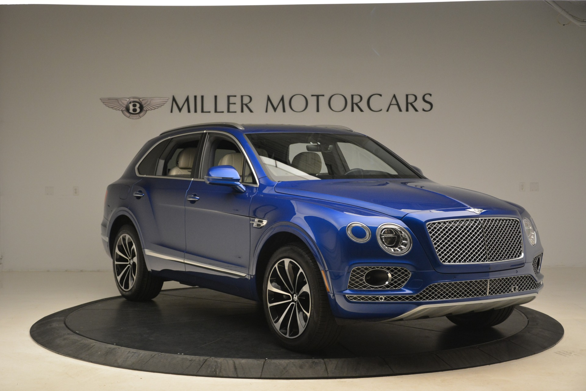 Used 2018 Bentley Bentayga W12 Signature For Sale In Greenwich, CT 2265_p11