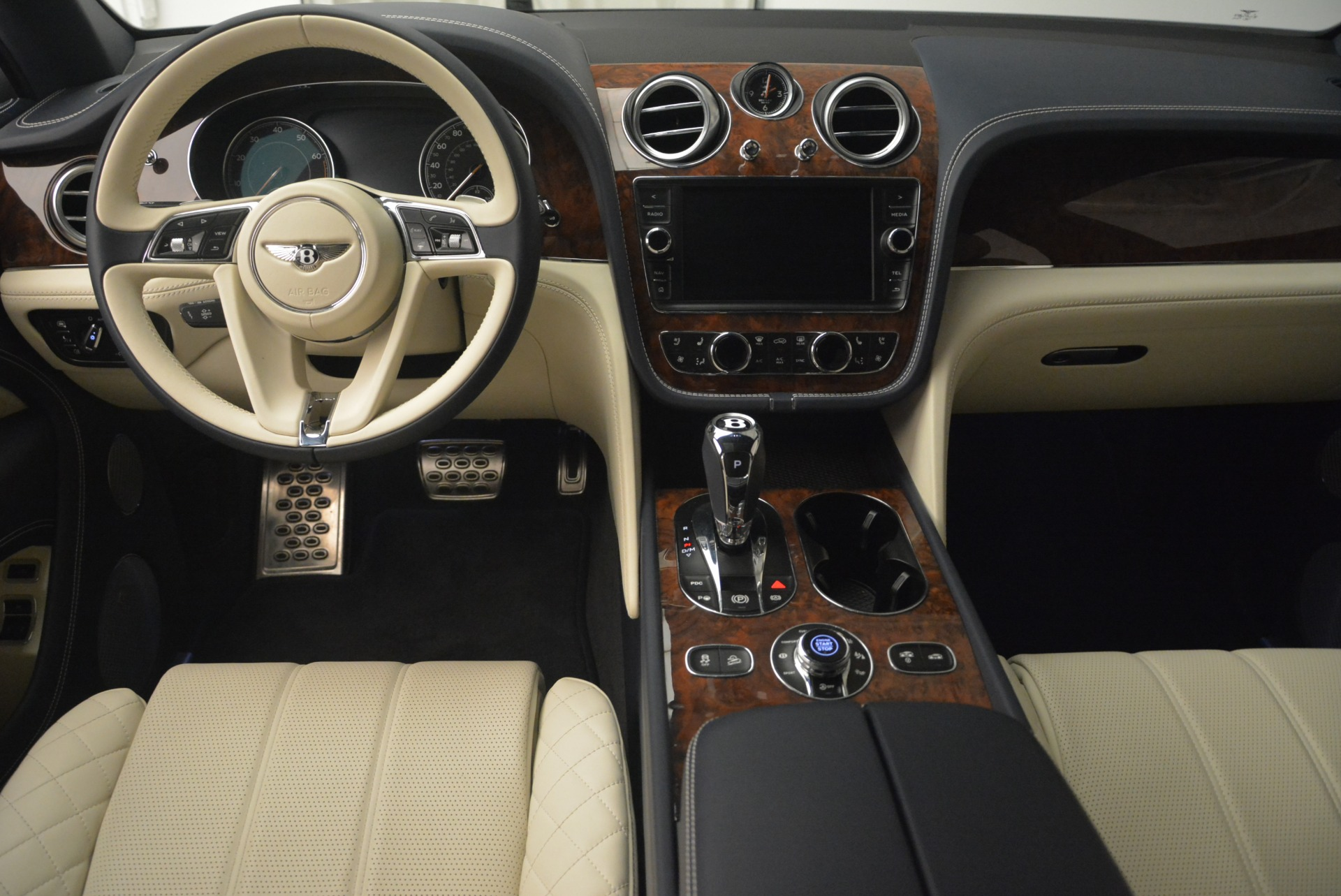 Used 2018 Bentley Bentayga W12 Signature For Sale In Greenwich, CT 2265_p22