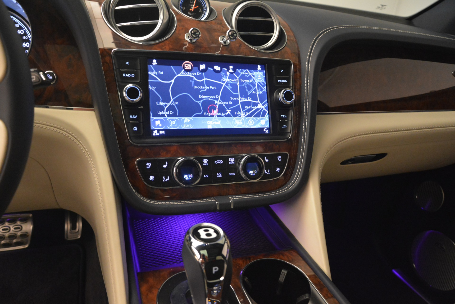 Used 2018 Bentley Bentayga W12 Signature For Sale In Greenwich, CT 2265_p23