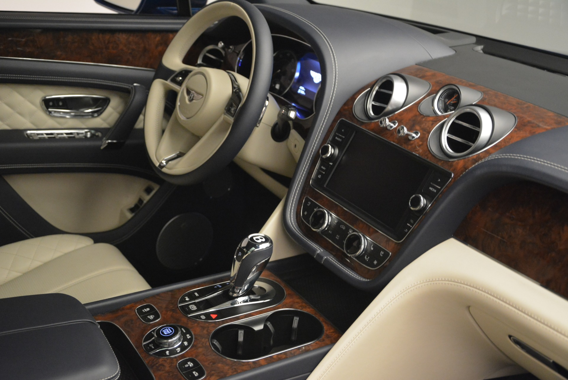 Used 2018 Bentley Bentayga W12 Signature For Sale In Greenwich, CT 2265_p27