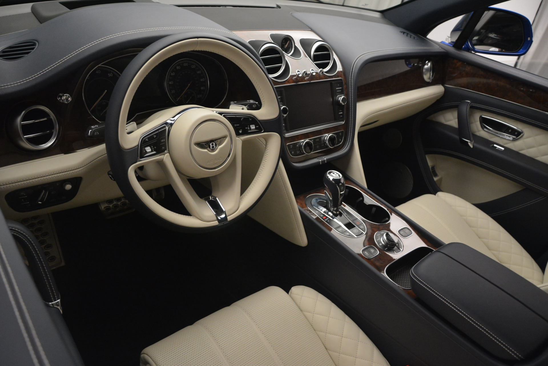 Used 2018 Bentley Bentayga W12 Signature For Sale In Greenwich, CT 2265_p29