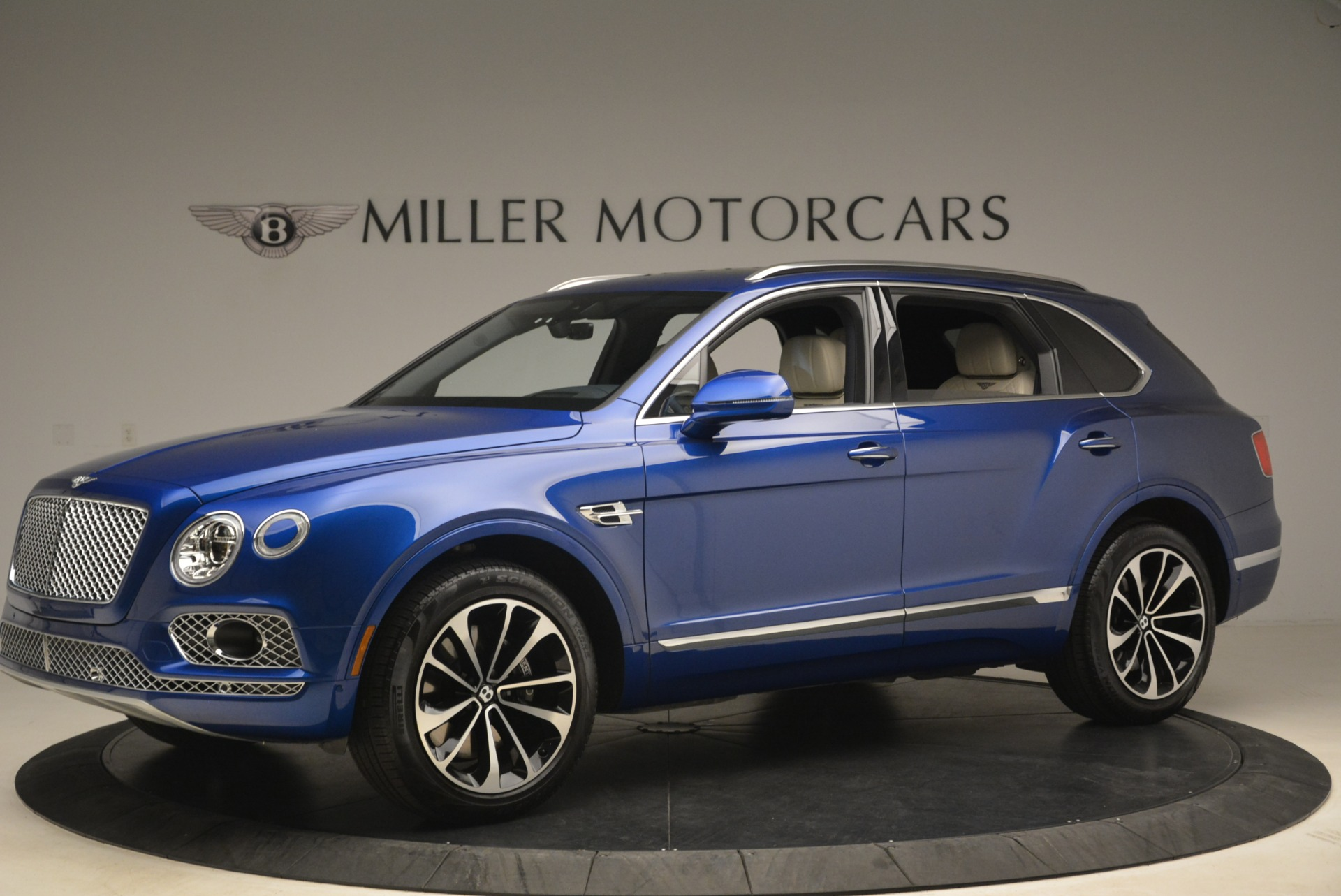 Used 2018 Bentley Bentayga W12 Signature For Sale In Greenwich, CT 2265_p2