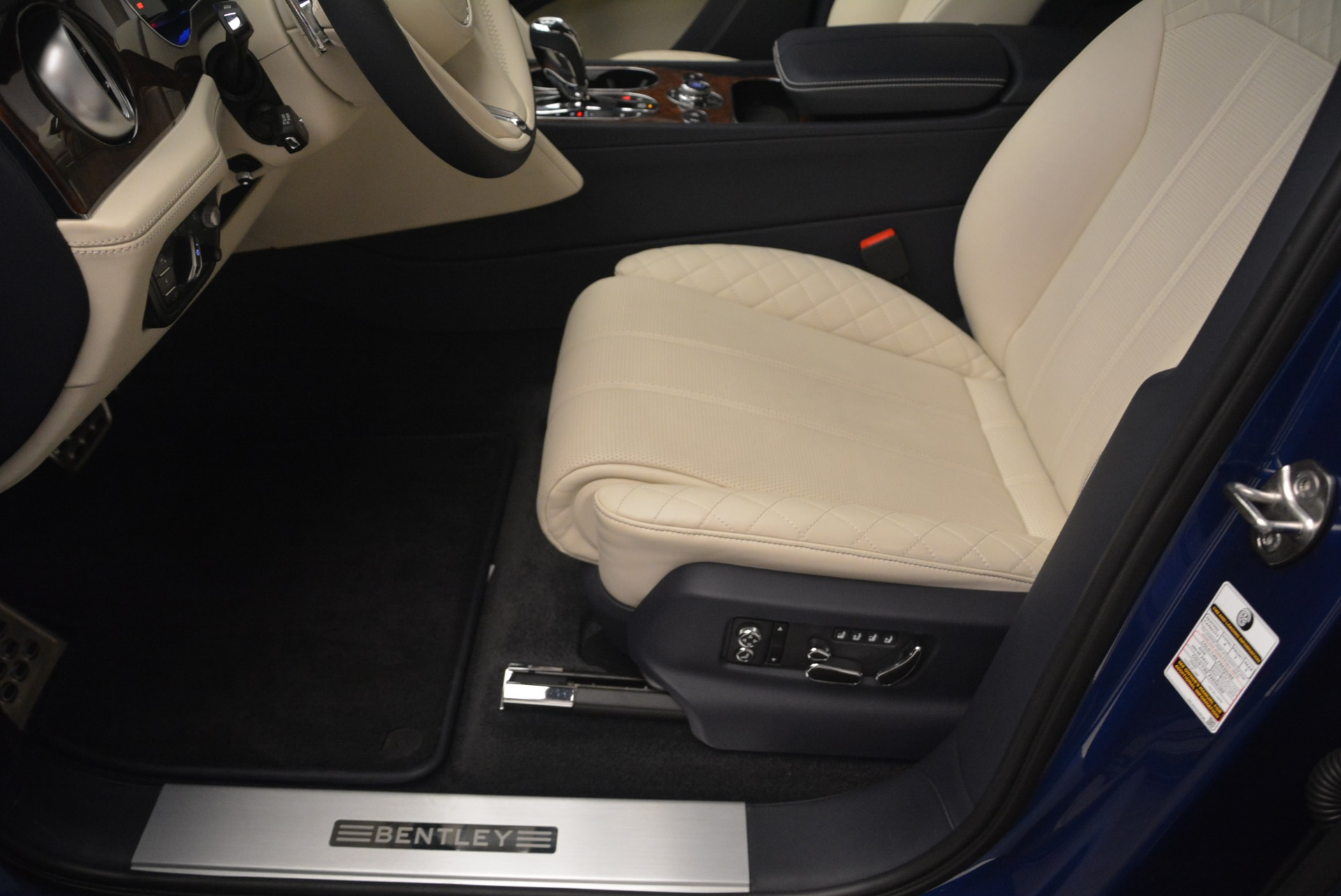 Used 2018 Bentley Bentayga W12 Signature For Sale In Greenwich, CT 2265_p30