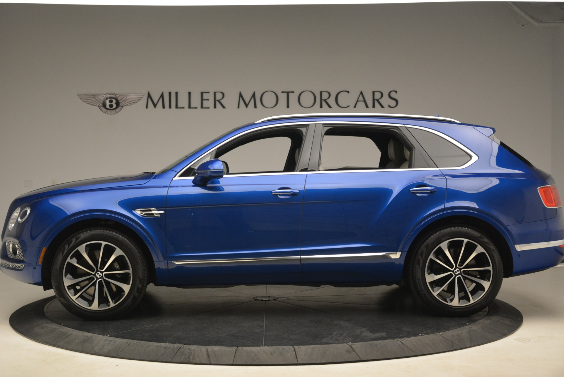 Used 2018 Bentley Bentayga W12 Signature For Sale In Greenwich, CT 2265_p3
