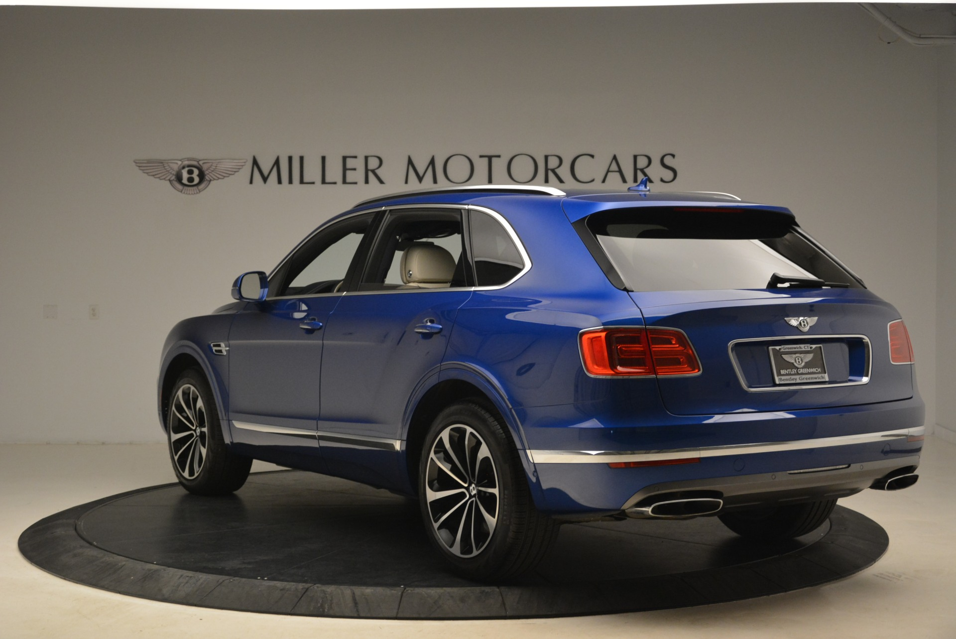 Used 2018 Bentley Bentayga W12 Signature For Sale In Greenwich, CT 2265_p5