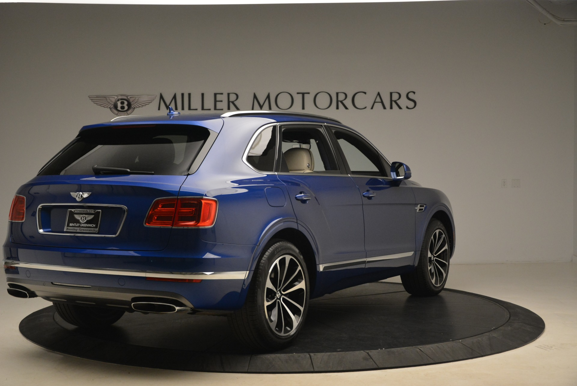 Used 2018 Bentley Bentayga W12 Signature For Sale In Greenwich, CT 2265_p7