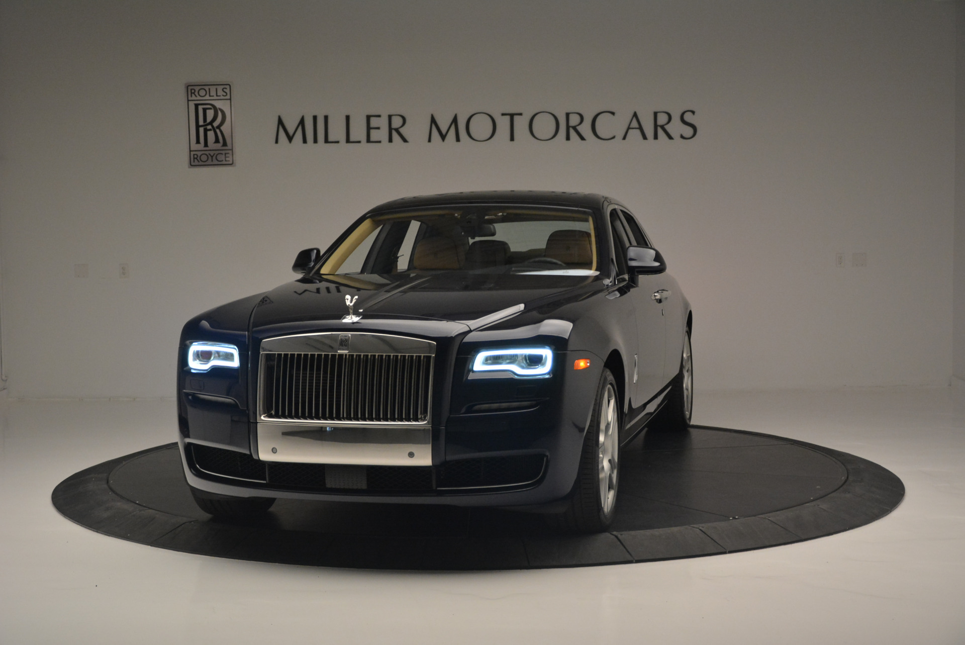 Used 2015 Rolls-Royce Ghost  For Sale In Greenwich, CT 2297_main