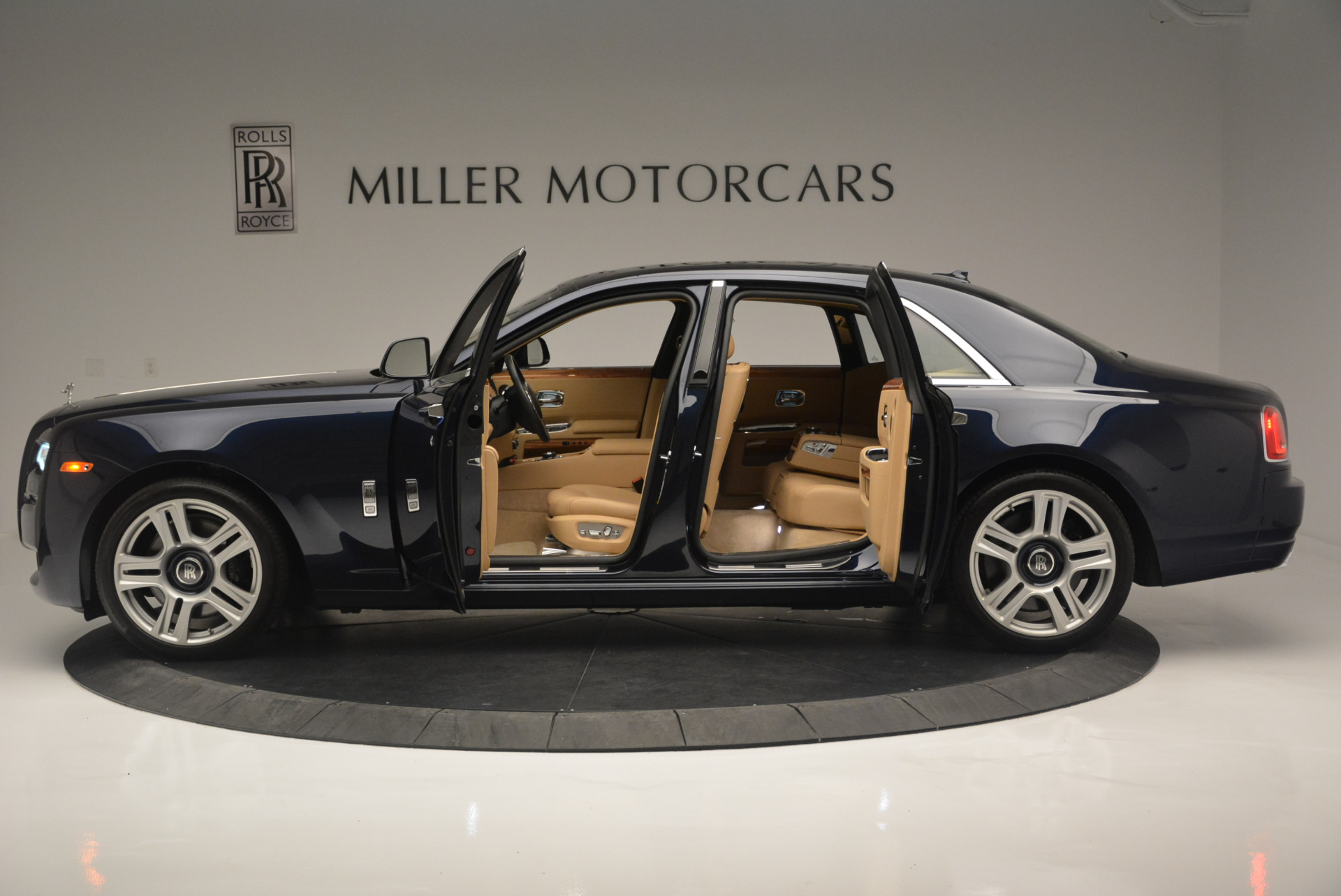 Used 2015 Rolls-Royce Ghost  For Sale In Greenwich, CT 2297_p16
