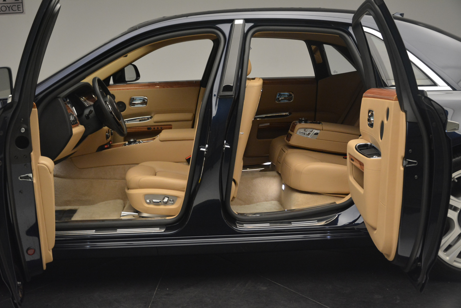 Used 2015 Rolls-Royce Ghost  For Sale In Greenwich, CT 2297_p17