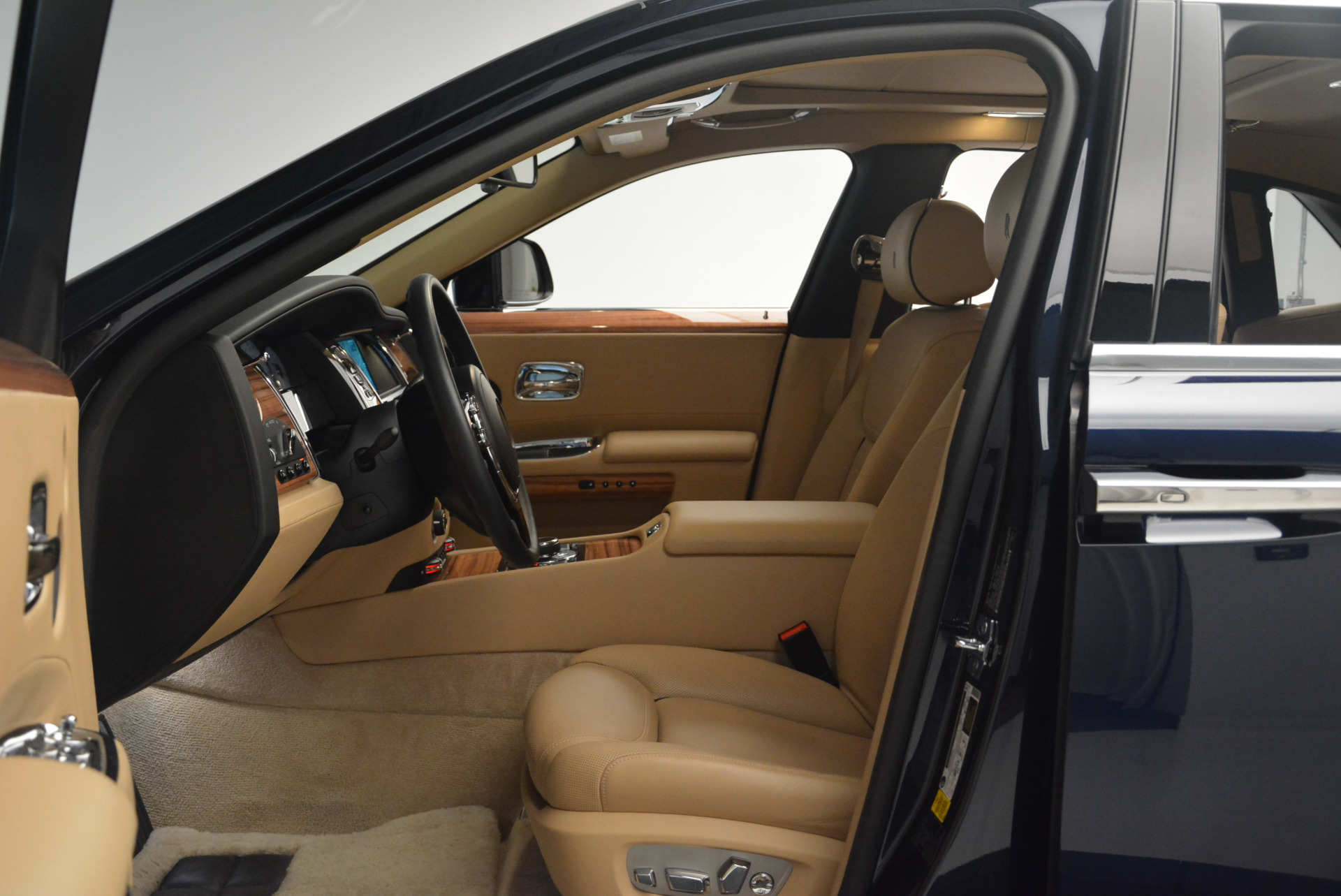 Used 2015 Rolls-Royce Ghost  For Sale In Greenwich, CT 2297_p23