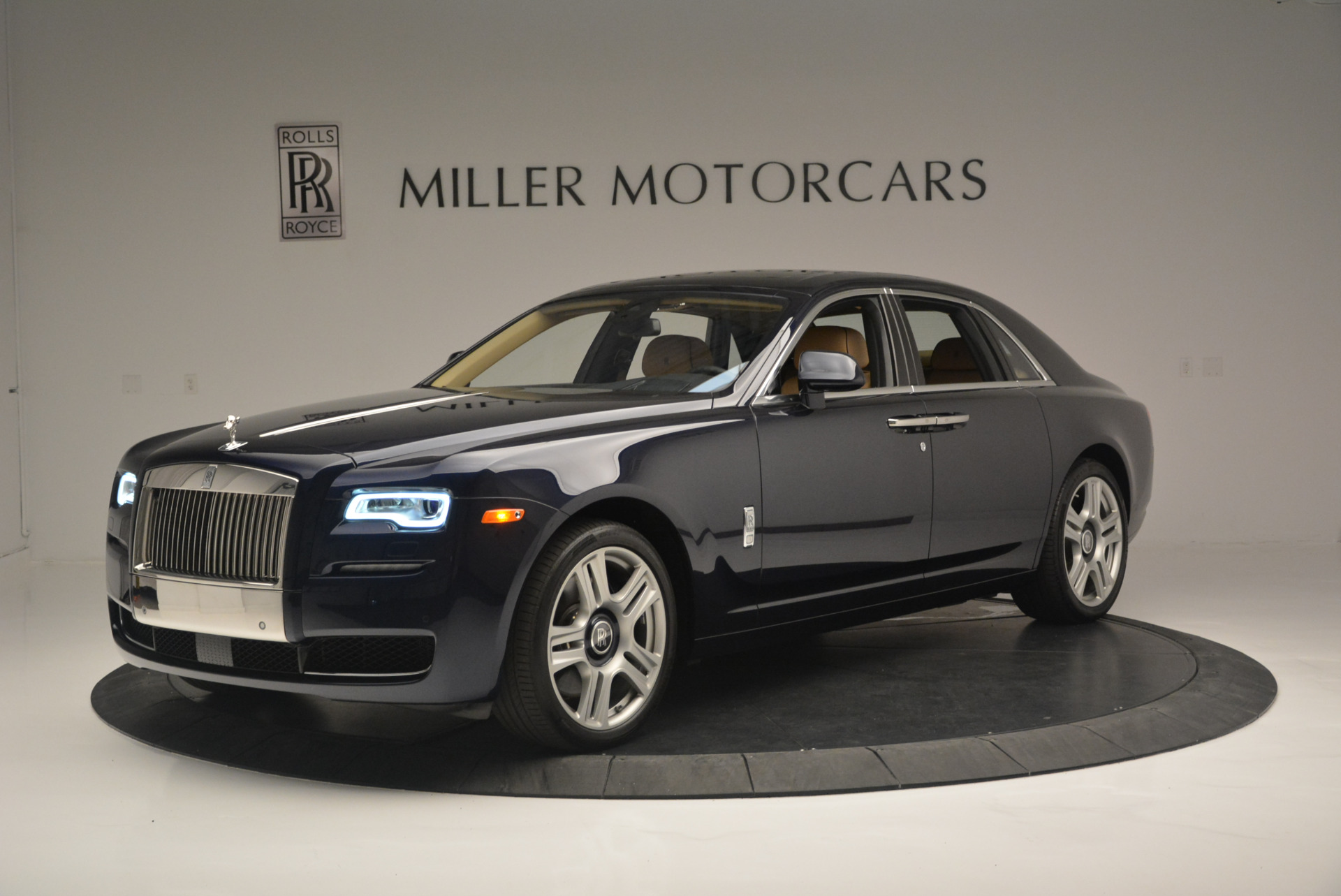 Used 2015 Rolls-Royce Ghost  For Sale In Greenwich, CT 2297_p2