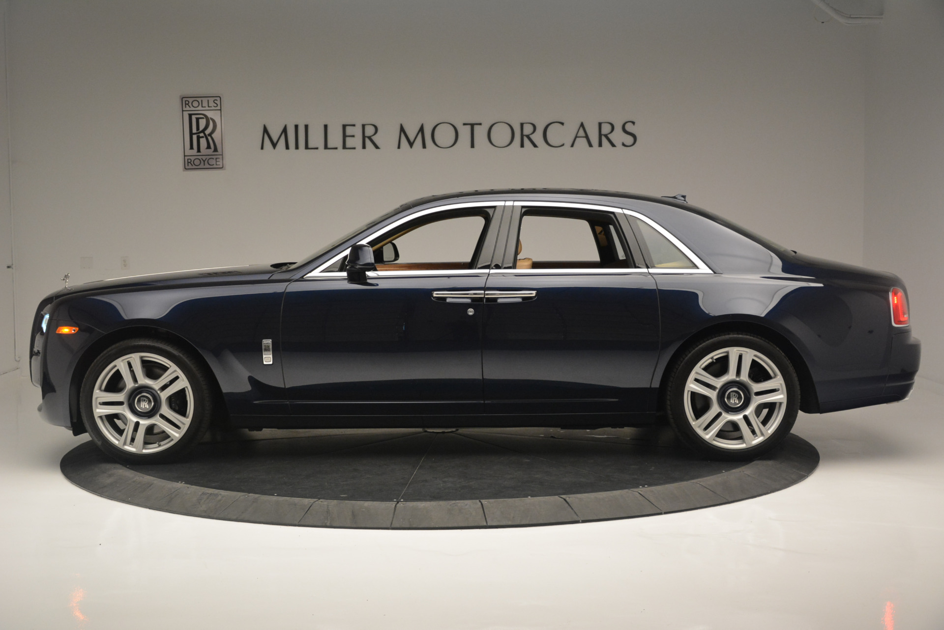 Used 2015 Rolls-Royce Ghost  For Sale In Greenwich, CT 2297_p3
