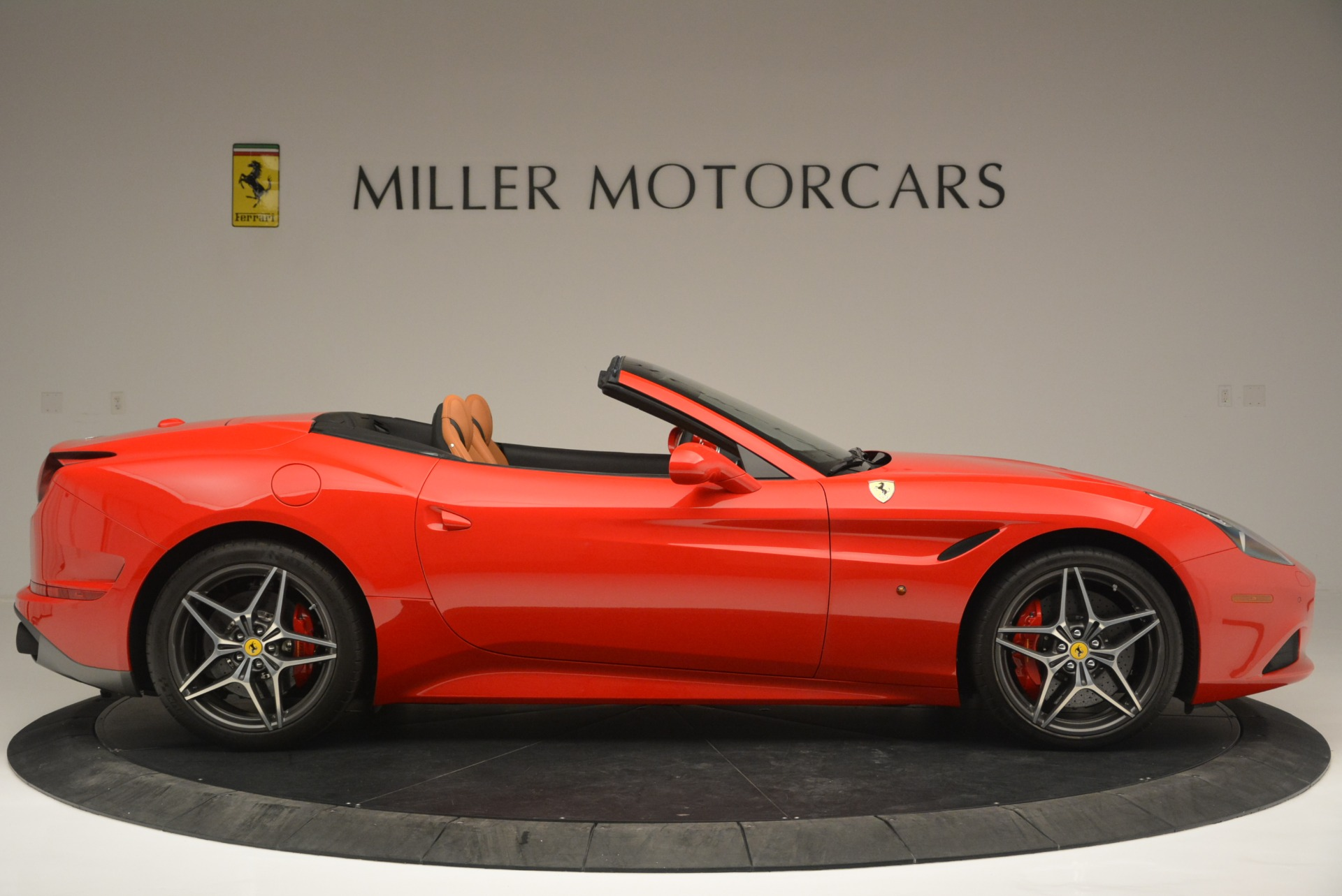 Used 2016 Ferrari California T Handling Speciale For Sale In Greenwich, CT 2298_p9
