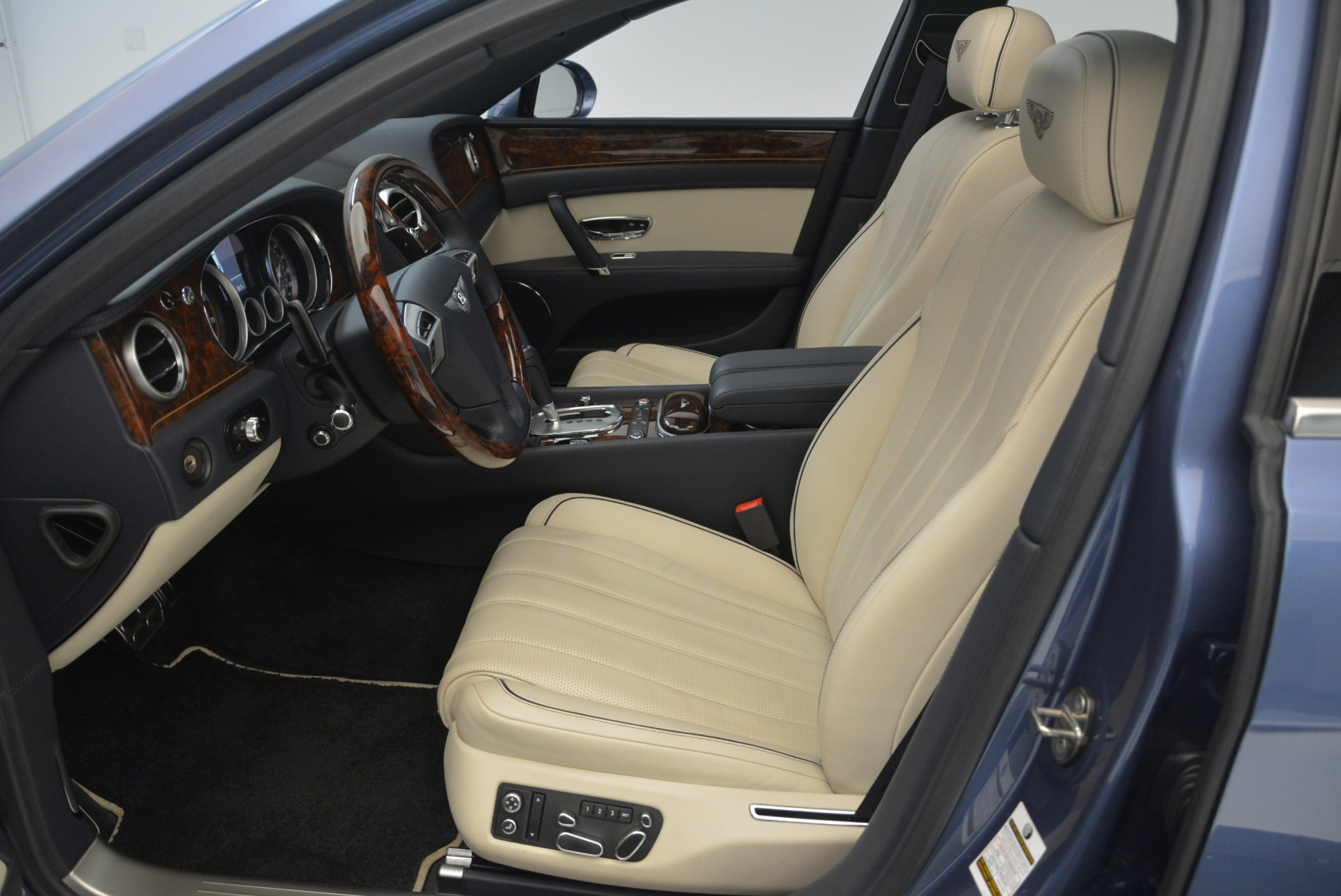 Used 2015 Bentley Flying Spur W12 For Sale In Greenwich, CT 2339_p20