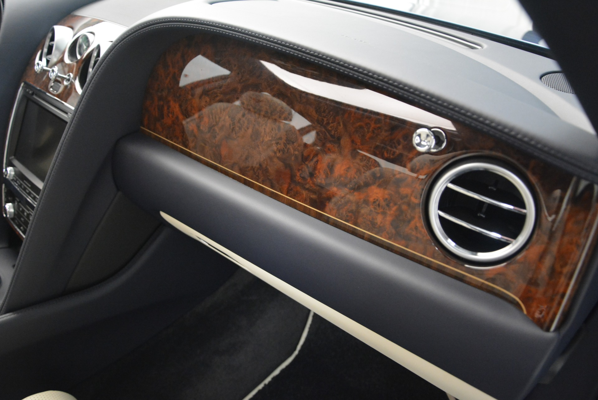 Used 2015 Bentley Flying Spur W12 For Sale In Greenwich, CT 2339_p25