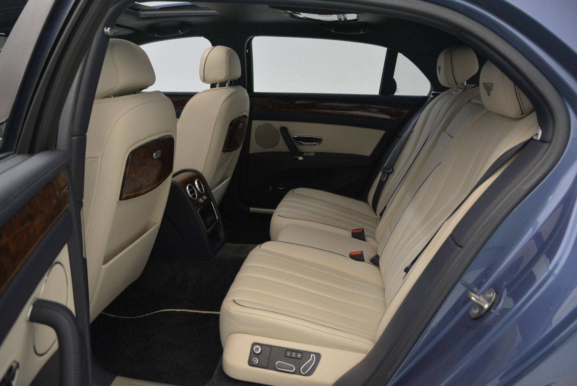 Used 2015 Bentley Flying Spur W12 For Sale In Greenwich, CT 2339_p28