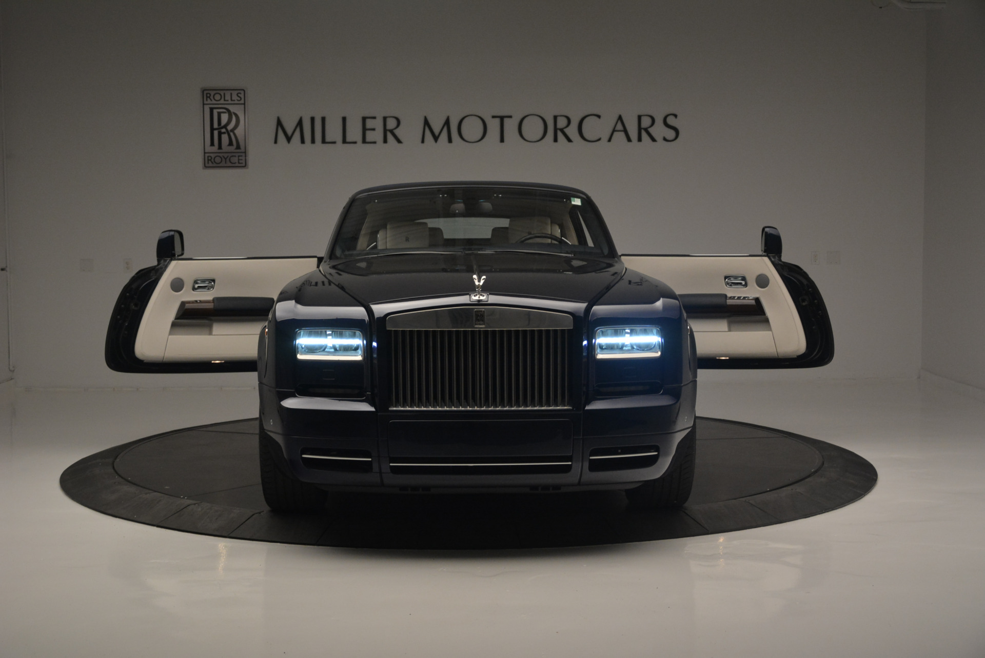 Used 2014 Rolls-Royce Phantom Drophead Coupe  For Sale In Greenwich, CT 2356_p17