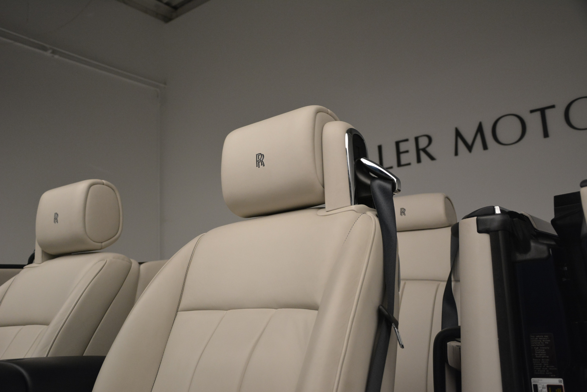 Used 2014 Rolls-Royce Phantom Drophead Coupe  For Sale In Greenwich, CT 2356_p20