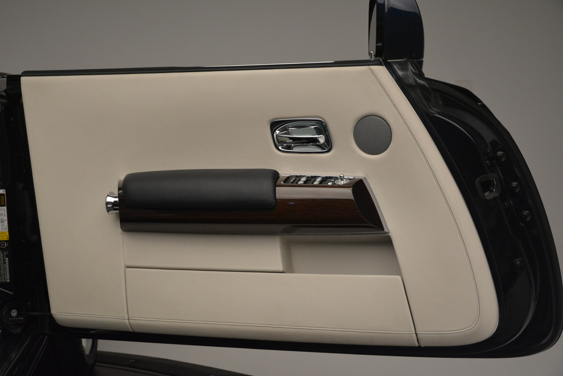 Used 2014 Rolls-Royce Phantom Drophead Coupe  For Sale In Greenwich, CT 2356_p21
