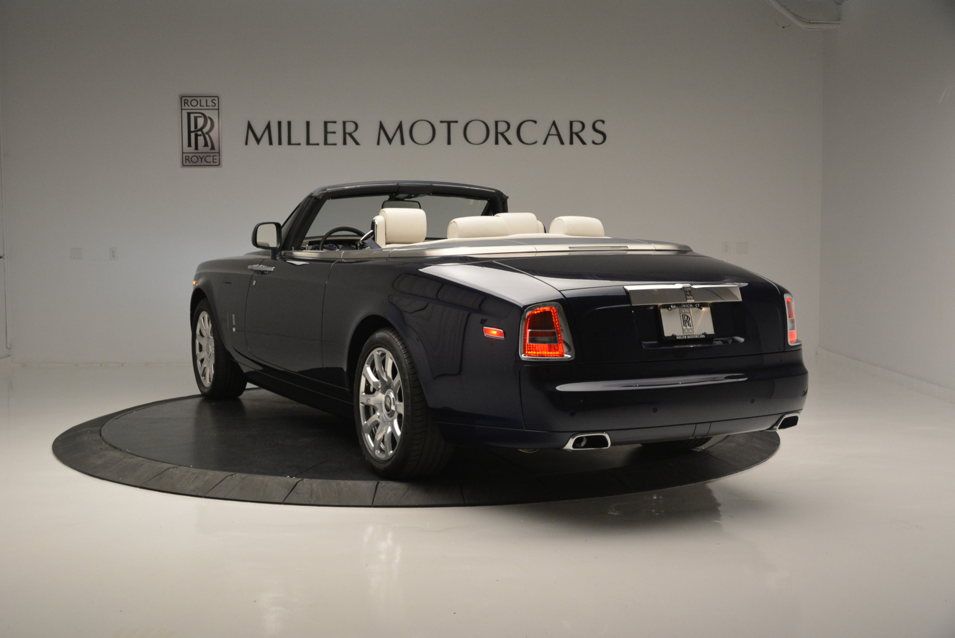 Used 2014 Rolls-Royce Phantom Drophead Coupe  For Sale In Greenwich, CT 2356_p3