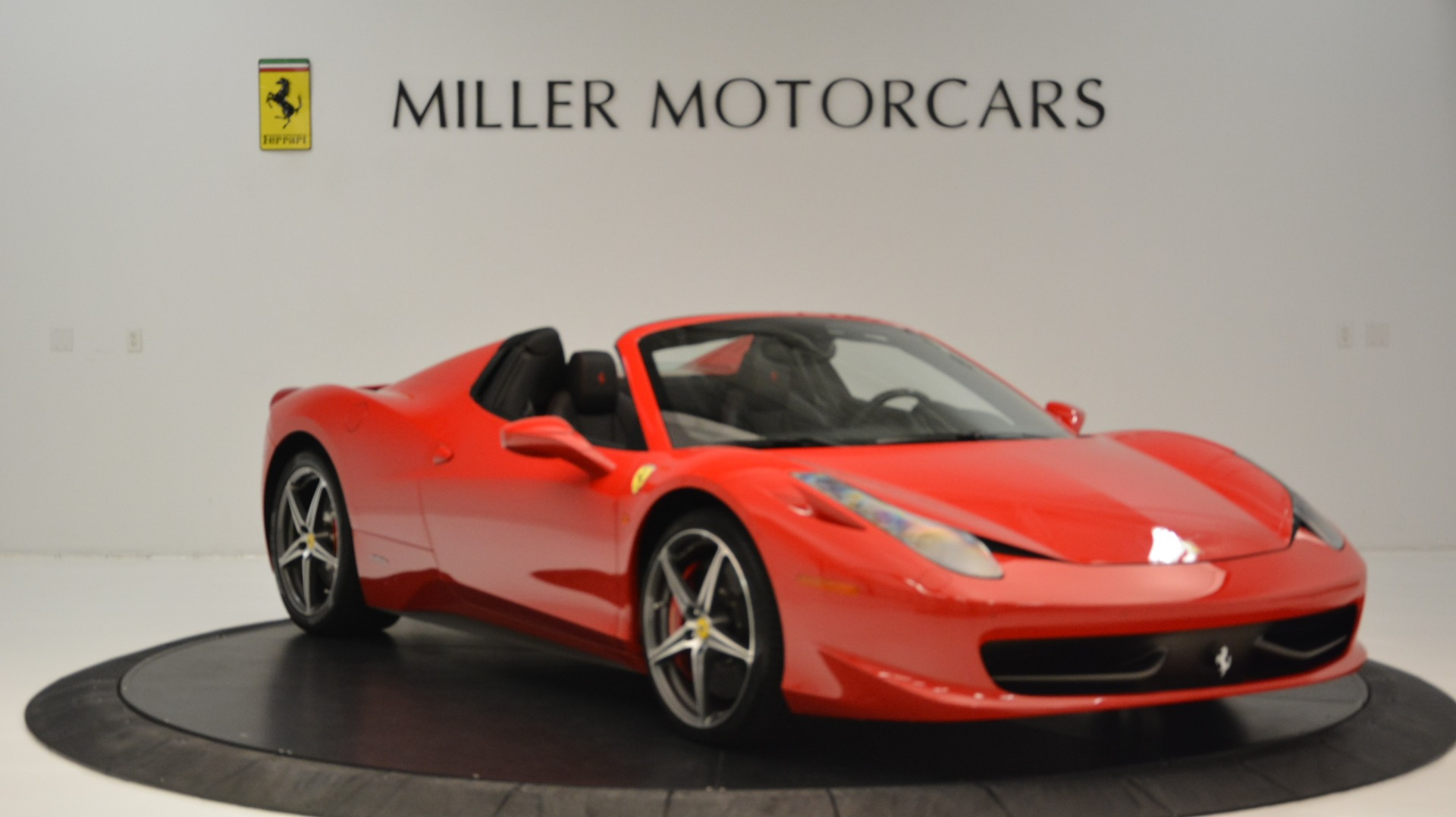 Used 2015 Ferrari 458 Spider  For Sale In Greenwich, CT 2369_p12